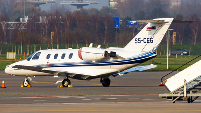 S5-CEG - Cessna 525 Citationjet CJ1 - Private
