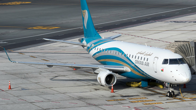 A picture of A4OEC - Embraer E175AR - Oman Air - © Charles Cunliffe