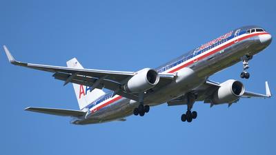 N658AA - Boeing 757-223 - American Airlines
