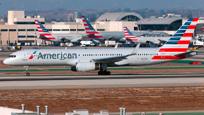 N207UW - Boeing 757-28A - American Airlines