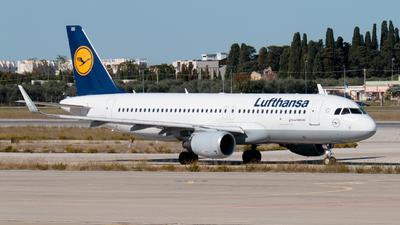 A picture of DAIUU - Airbus A320214 - Lufthansa - © Enzo Gattullo - Plane Spotters Bari