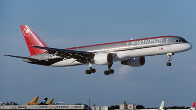 N512US - Boeing 757-251 - Northwest Airlines