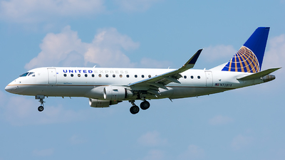 A picture of N728YX - Embraer E175LR - United Airlines - © Jackson Smith
