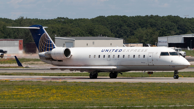 A picture of N465AW - Mitsubishi CRJ200LR - United Airlines - © Azillion 737