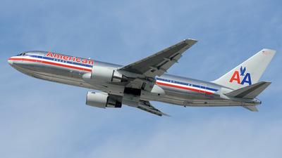 N323AA - Boeing 767-223(ER) - American Airlines