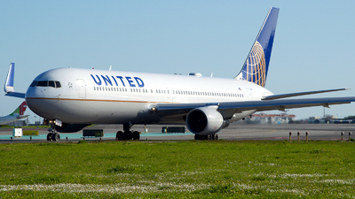 A picture of N673UA - Boeing 767322(ER) - United Airlines - © a.m.