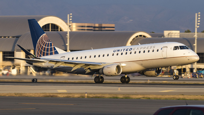 A picture of N138SY - Embraer E175LR - United Airlines - © David Lee