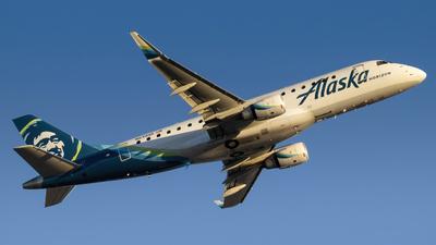 A picture of N639QX - Embraer E175LR - Alaska Airlines - © Kamryn