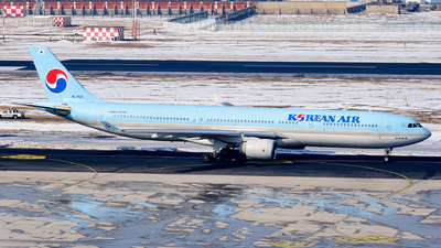A picture of HL7524 - Airbus A330322 - Korean Air - © MingyaoLeonardo