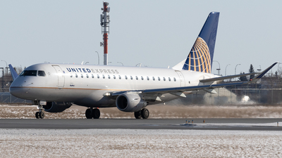 A picture of N166SY - Embraer E175LR - United Airlines - © Mike MacKinnon