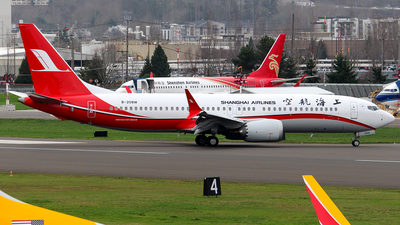 A picture of B208W - Boeing 737 MAX 8 - Shanghai Airlines - © Huy Do