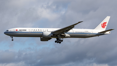 A picture of B2033 - Boeing 77739L(ER) - Air China - © TJDarmstadt