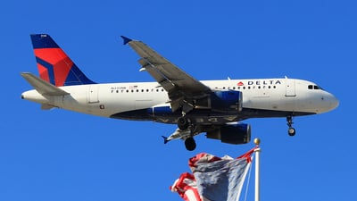 A picture of N335NB - Airbus A319114 - Delta Air Lines - © Hongming Zheng