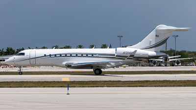N724MF - Bombardier BD-700-1A11 Global 5000 - Private