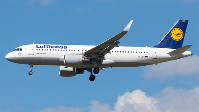 A picture of DAIUT - Airbus A320214 - Lufthansa - © Moritz Babl