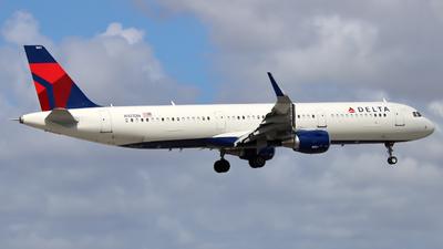 A picture of N107DN - Airbus A321211 - Delta Air Lines - © Xiamen Air 849 Heavy