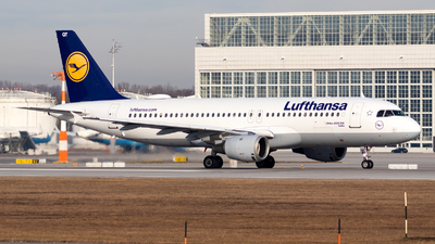 A picture of DAIQT - Airbus A320211 - Lufthansa - © Julian Azeroth