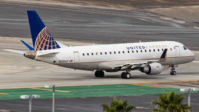 A picture of N205SY - Embraer E175LR - United Airlines - © AirPilot_Photography