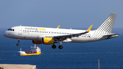 A picture of ECMAO - Airbus A320214 - Vueling - © Jan H