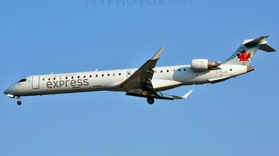 C-FLJZ - Bombardier CRJ-705LR - Air Canada Express (Jazz Aviation)