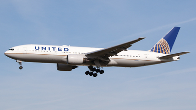 A picture of N225UA - Boeing 777222(ER) - United Airlines - © Mark de Bruijn