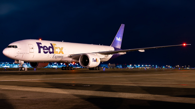 A picture of N892FD - Boeing 777FS2 - FedEx - © KiDo.Wang