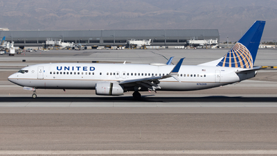 A picture of N76265 - Boeing 737824 - United Airlines - © Yixin Chen