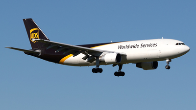 A picture of N162UP - Airbus A300F4622R - UPS - © Mike MacKinnon