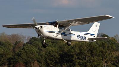 A picture of N73924 - Cessna 172N Skyhawk - [17267748] - © Johan S. Gomez