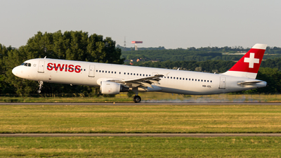 A picture of HBIOL - Airbus A321111 - Swiss - © Gábor Magyar