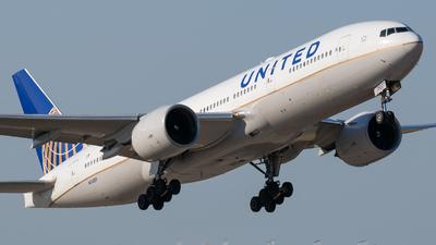 N74007 - Boeing 777-224(ER) - United Airlines