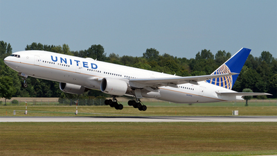 N221UA - Boeing 777-222(ER) - United Airlines
