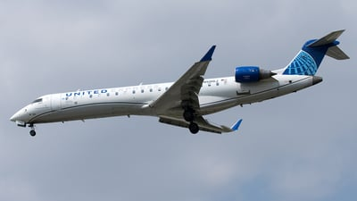 A picture of N501GJ - Mitsubishi CRJ550 - United Airlines - © Yixin Chen
