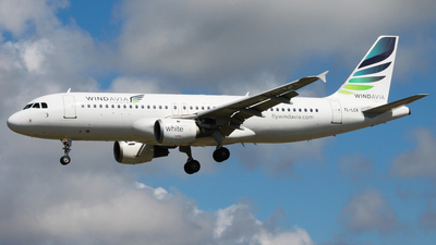 YL-LCA - Airbus A320-211 - Windavia (SmartLynx Airlines)