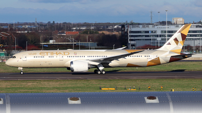 A picture of A6BLA - Boeing 7879 Dreamliner - Etihad Airways - © Dave Potter