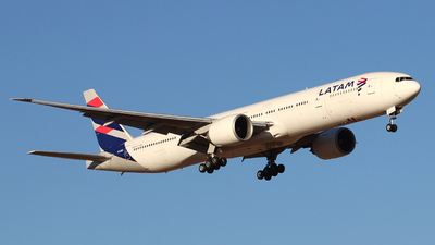 A picture of PTMUC - Boeing 77732W(ER) - LATAM Airlines - © Juan Guillermo Pacheco S.-
