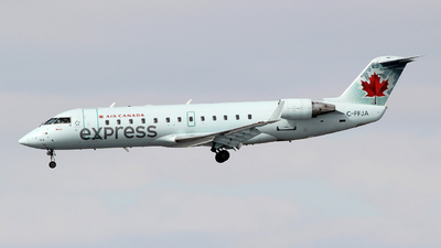 C-FFJA - Bombardier CRJ-200ER - Air Canada Express (Jazz Aviation)