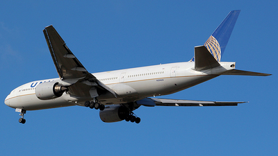 N204UA - Boeing 777-222(ER) - United Airlines