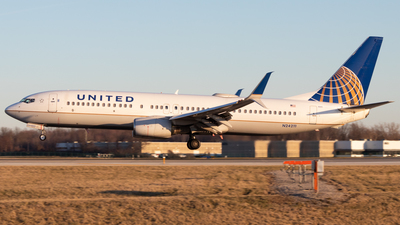 A picture of N24211 - Boeing 737824 - United Airlines - © Davin Amy