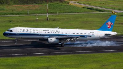 A picture of B6625 - Airbus A321231 - China Southern Airlines - © Sebastian Shen