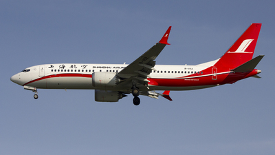 B-1152 - Boeing 737-8 MAX - Shanghai Airlines