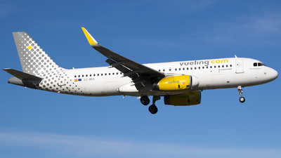EC-MKO - Airbus A320-232 - Vueling