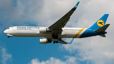 UR-GEC - Boeing 767-33A(ER) - Ukraine International Airlines