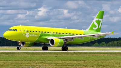 A picture of VQBRD - Airbus A320214 - S7 Airlines - © Alexander Lebedev