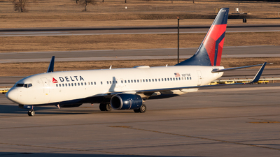 A picture of N377DE - Boeing 7378EH - Delta Air Lines - © Saul Hannibal
