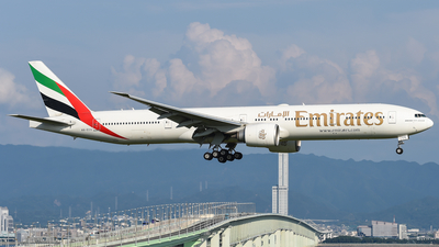 A6-ECS - Boeing 777-31HER - Emirates