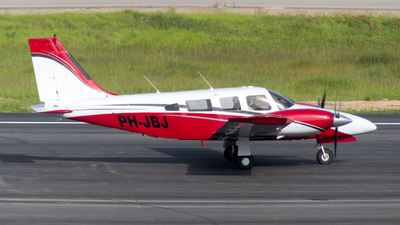 PH-JBJ - Piper PA-34-220T Seneca III - Stella Aviation