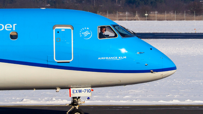 PH-EXW - Embraer 170-200STD - KLM Cityhopper