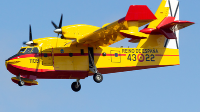 UD.13-22 - Canadair CL-215T - Spain - Air Force