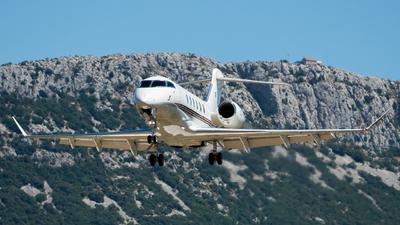 CS-CHJ - Bombardier BD-100-1A10 Challenger 350 - NetJets Europe